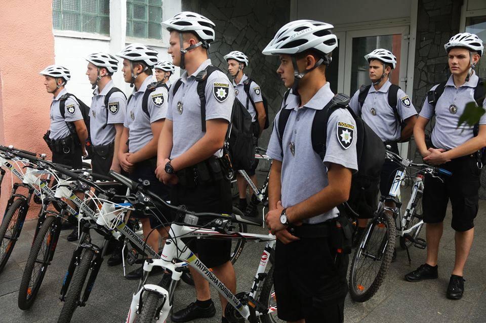 В Запорожье патрульные пересели на велосипеды