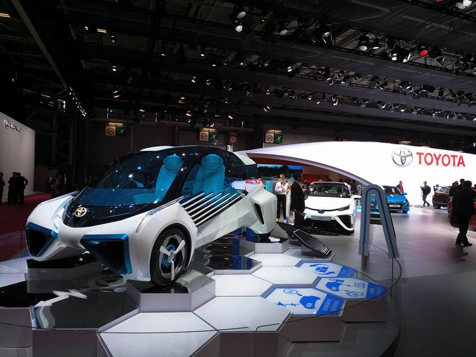 Toyota FCV Plus. Водородный автомобиль будущего показали в Париже
