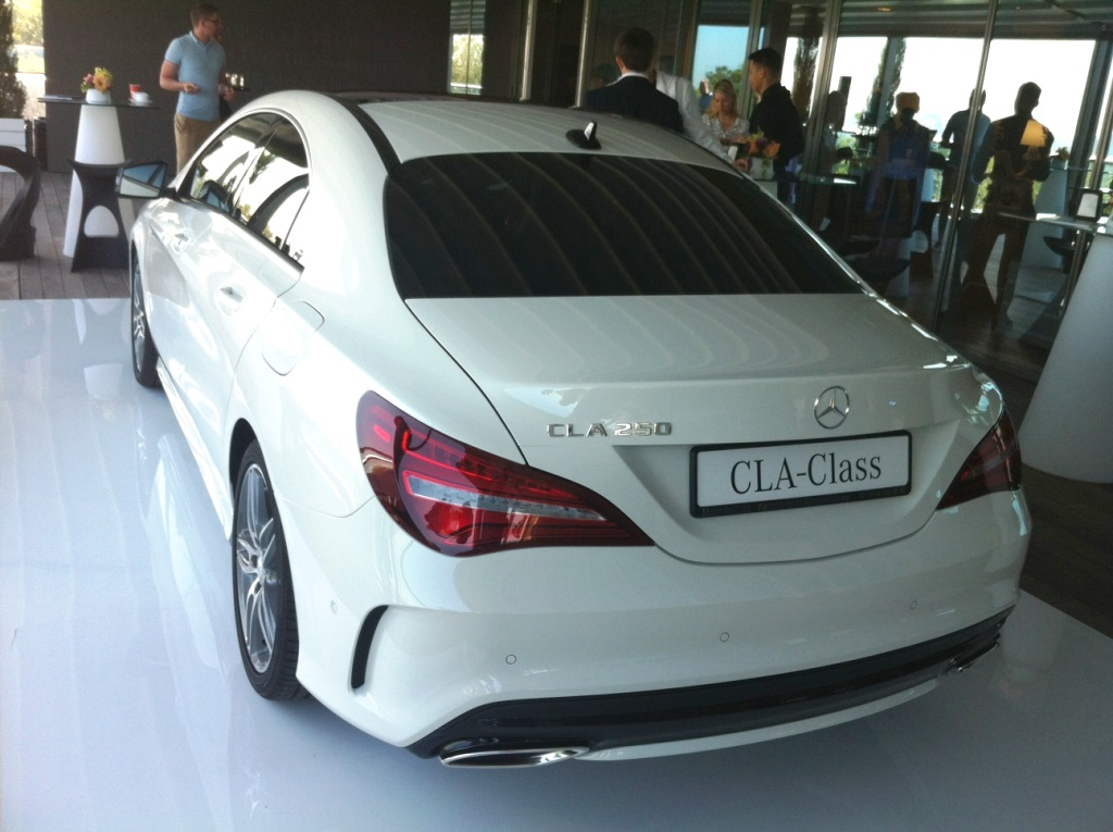Mercedes-BenzCLA1