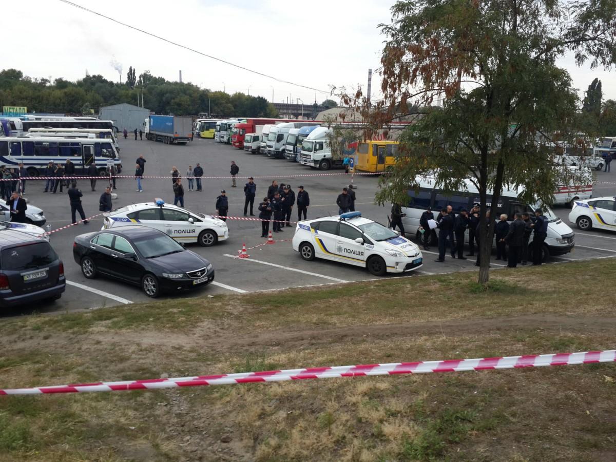 Водитель расстрелял патрульных на автовокзале в Днепре