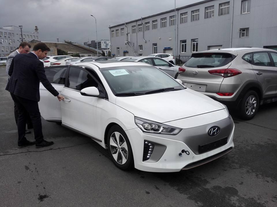 Электромобиль Hyundai IONIQ появился в Украине, ФОТО: Петро Савка