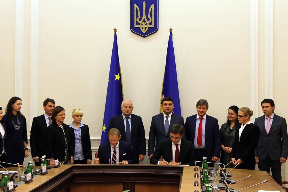 Соглашение подписали Министр инфраструктуры Украины Владимир Емельян и вице-президент Европейского инвестиционного банка Вазил Гудак