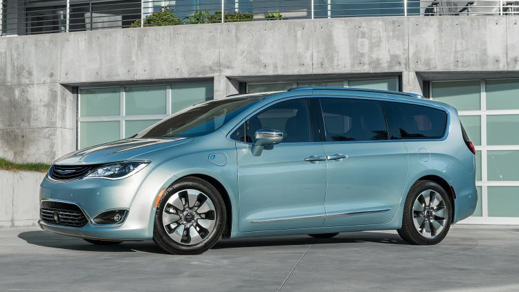 Chrysler представит электрический минивэн
