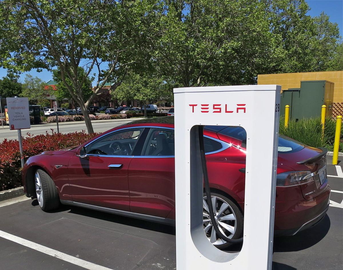 В Украине появятся станции зарядки электромобилей Tesla Supercharger