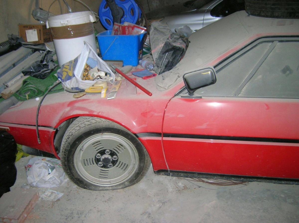 Клад в старом гараже. В Италии найден редкий суперкар BMW M1