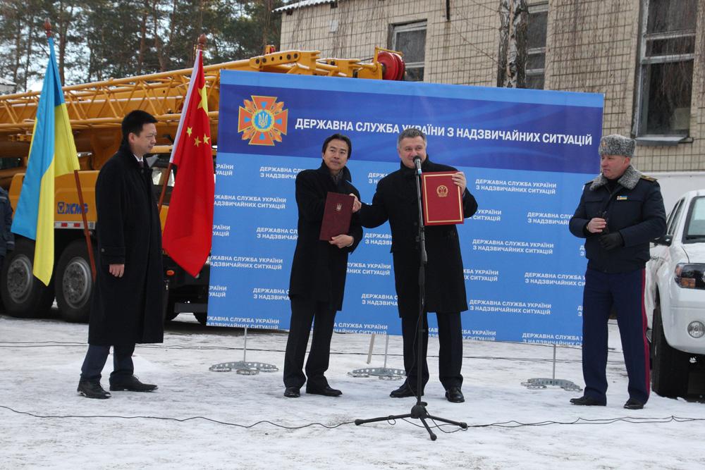 Министр МВД Арсен Аваков и глава ГСНС Украины – Николай Чечеткин, а с китайской стороны – Посол КНР в Украине – Ду Вей.