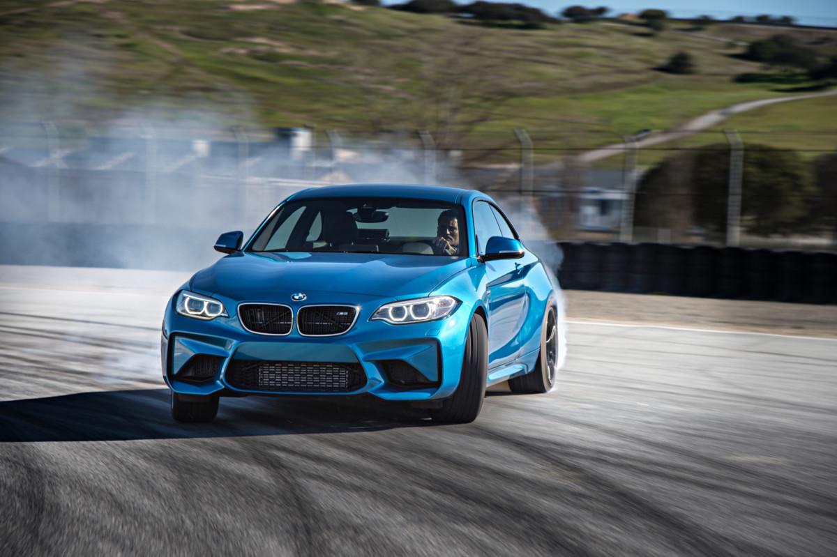 2016-bmw-m2-coupe-front-three-quarter-in-motion-20