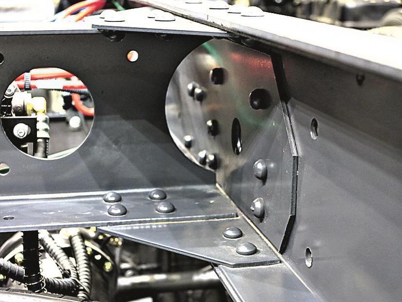 Рама шасси JAC N120 усилена: лонжерон в лонжероне.