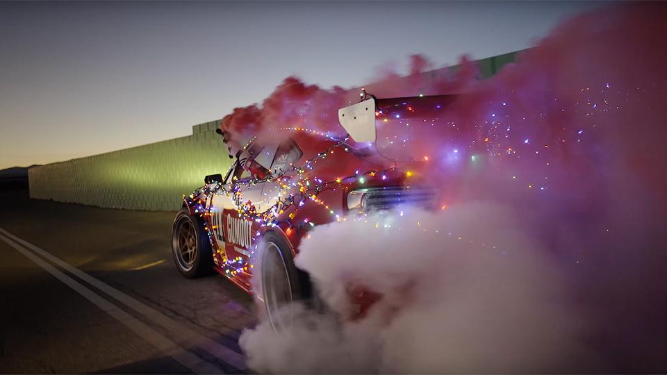 Экстремальная Toyota Санта-Клауса – для быстрой доставки подарков
