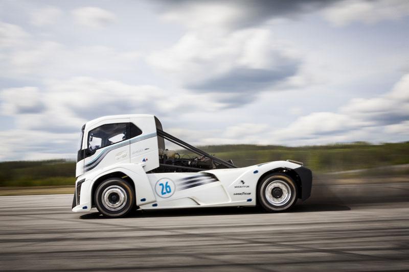 «Железный Тягач Рыцарь» (The Iron Knight) от компании Volvo Trucks