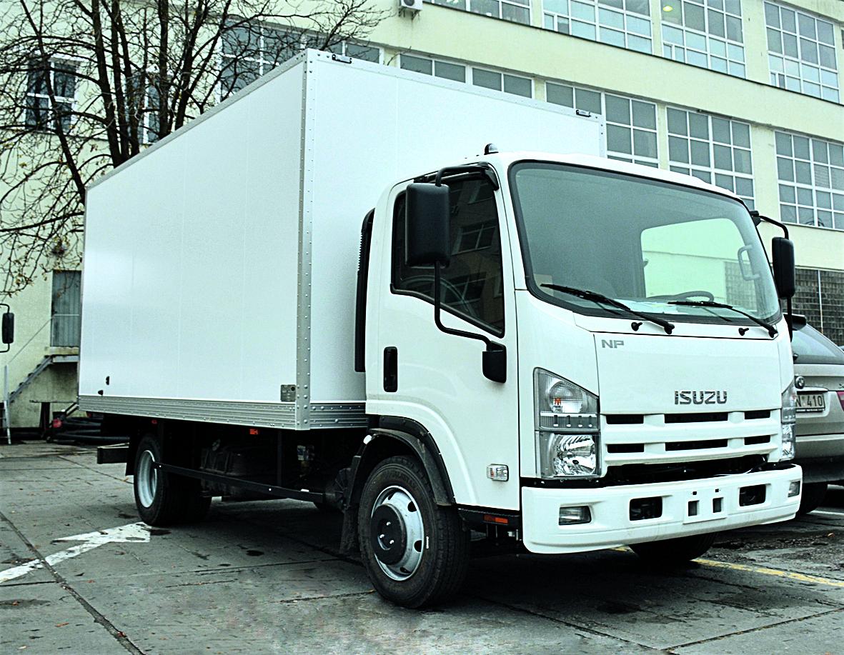 ISUZU NPR 75L-K с изотермическим фургоном длиной 5500 мм и грузоподъемностью 3900 кг.