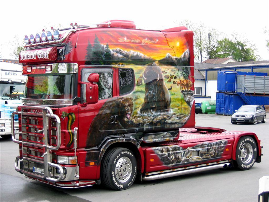 Scania Longline с расписной кабиной