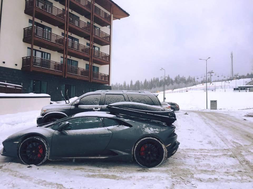 Неизвестный приехал из Британии в Буковель на Lamborghini