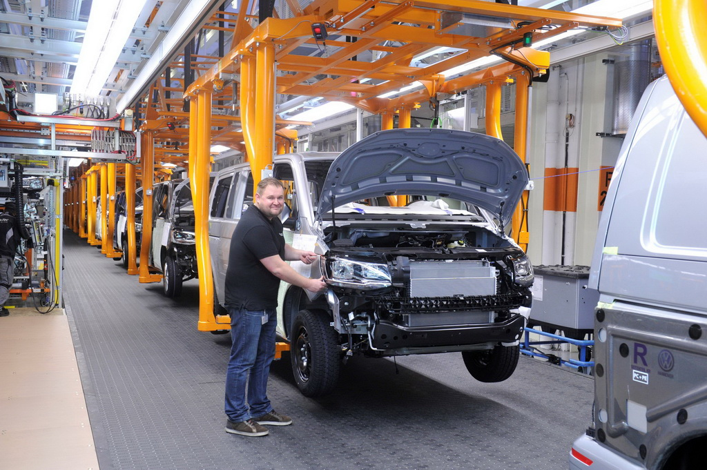 Производство модели Caddy на заводе в Познани.