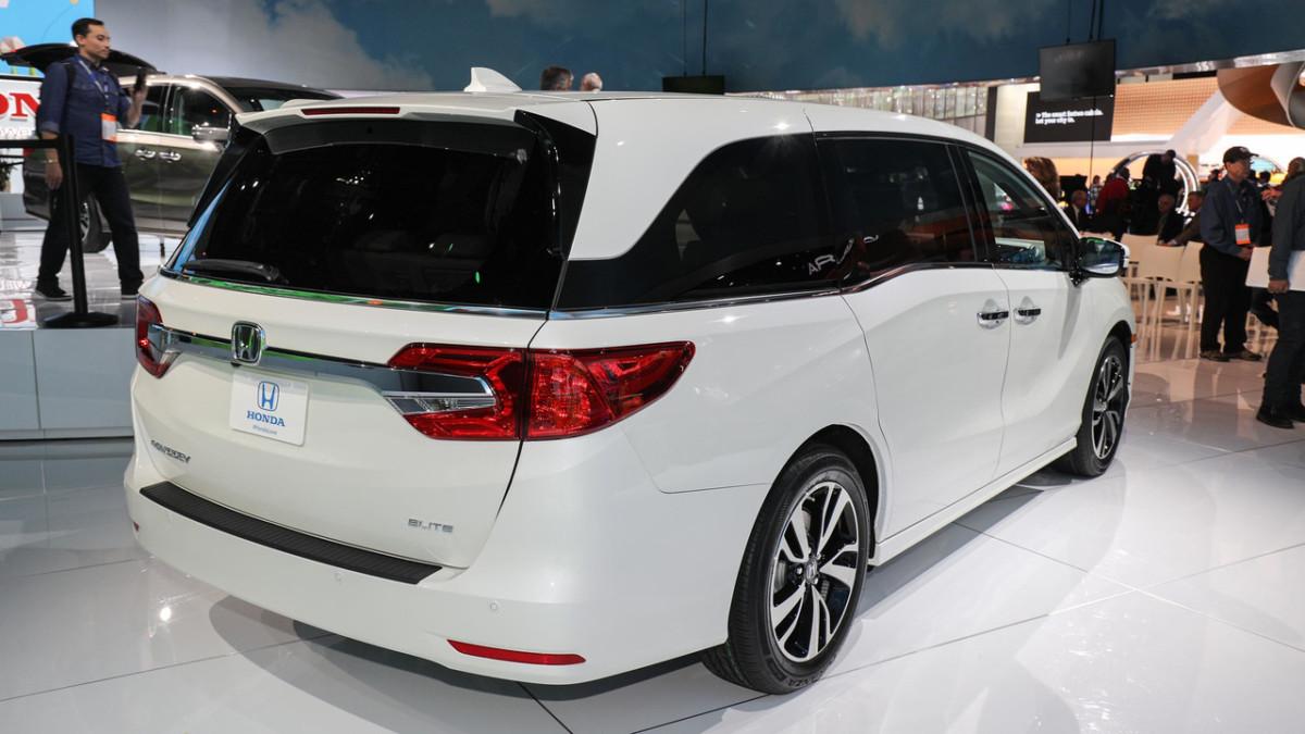 """Honda Odyssey 2018 назвали самым """"продвинутым"""" серийным минивэном"""