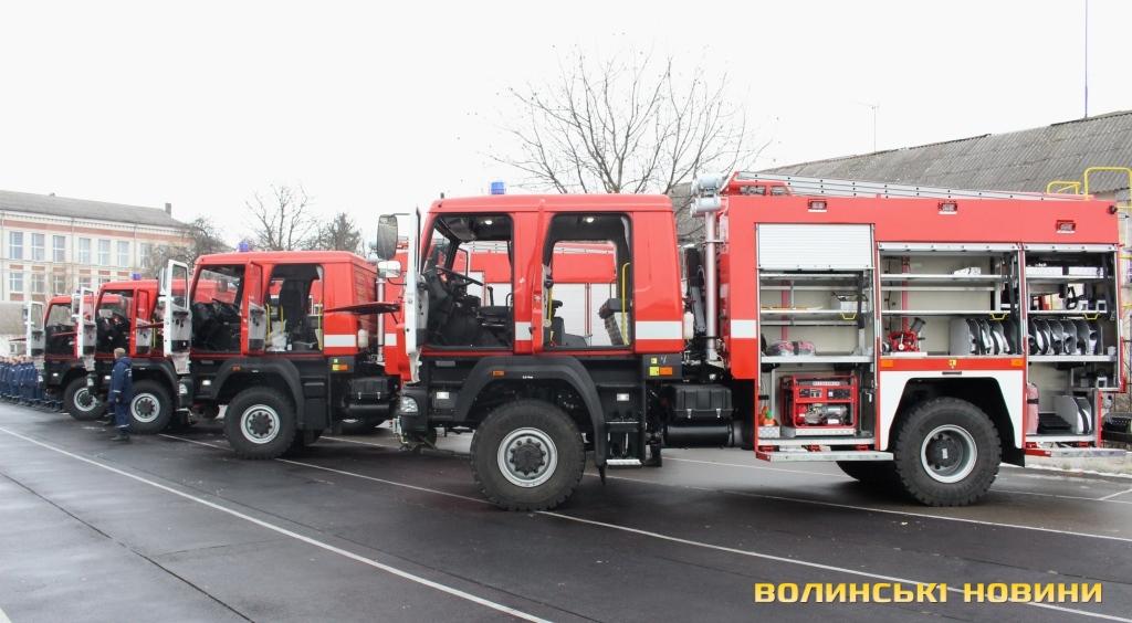 Пожарные автоцистерны АЦ-4-60 (5309)-505М, изготовленные на шасси МАЗ-530905 (4х4) предприятием «Пожмашина» из Прилук.