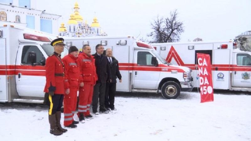 Украине передали автомобили скорой помощи из Канады (видео)