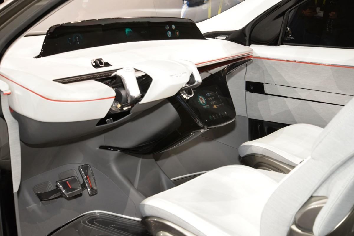 Беспилотный электромобиль Chrysler Portal – первые живые фото