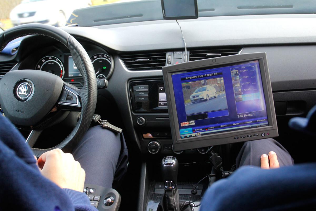Полицейская Skoda Octavia за 85 тысяч евро сканирует каждую машину