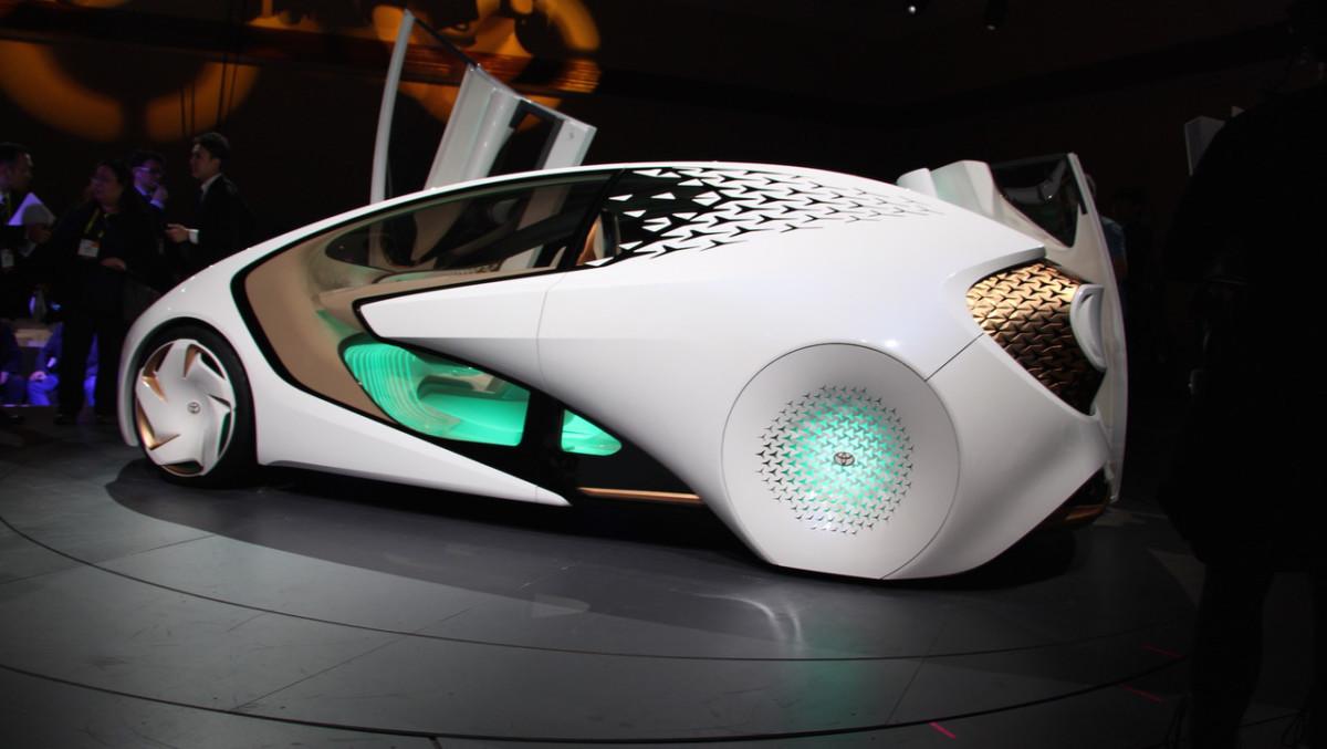 Беспилотный автомобиль Toyota Concept-i определяет настроение водителя