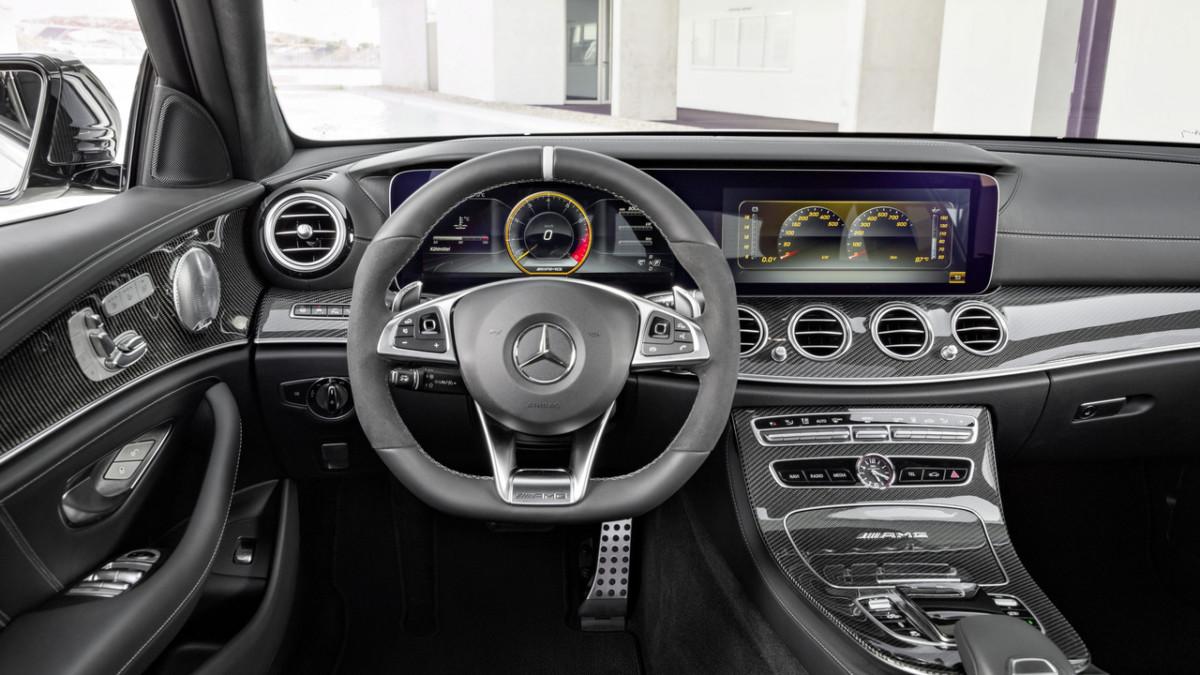 Mercedes-AMG E63 Estate – первые фото горячего универсала Мерседес