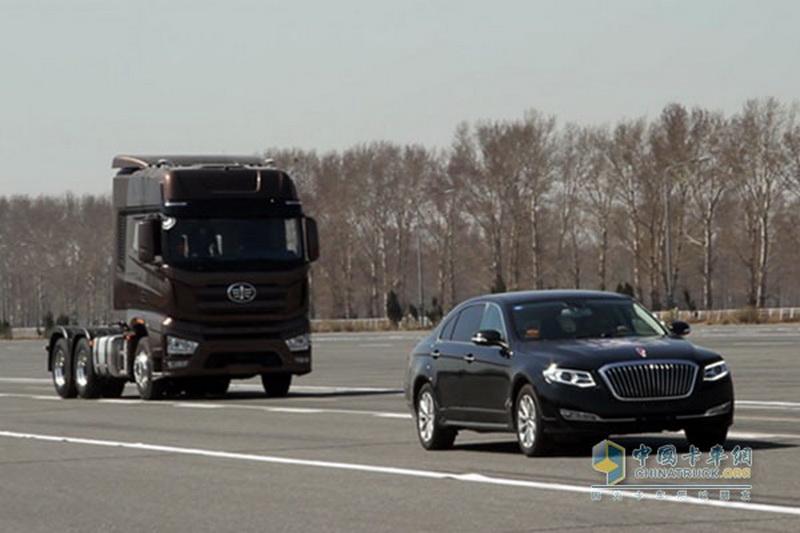 Беспилотный магистральный тягач Jiefang J7