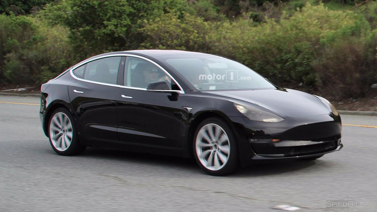 Электромобили Tesla Model 3 замечены на тестах в США