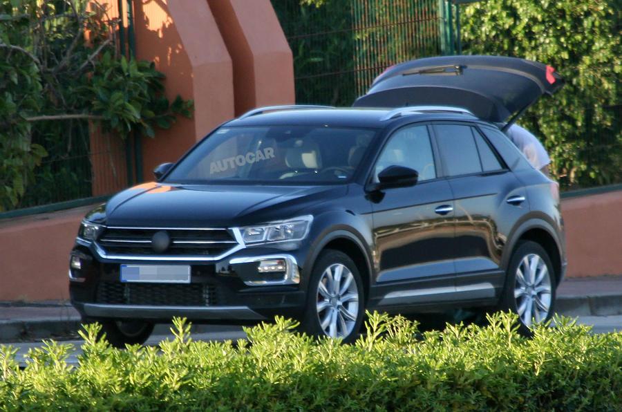 Компактный кроссовер Volkswagen T-Roc показали на видео