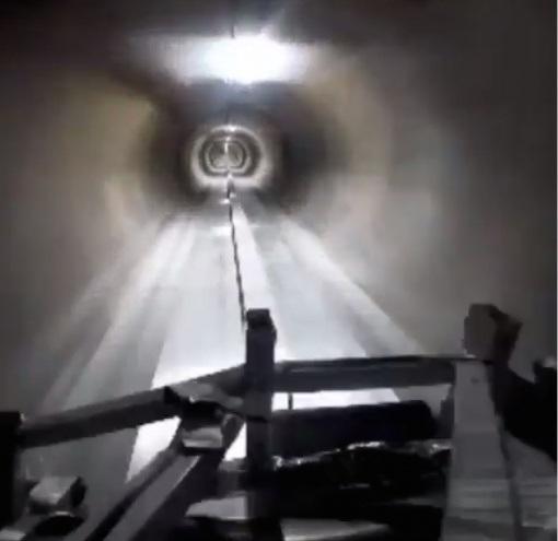Илон Маск показал, как будут «летать» машины под землей