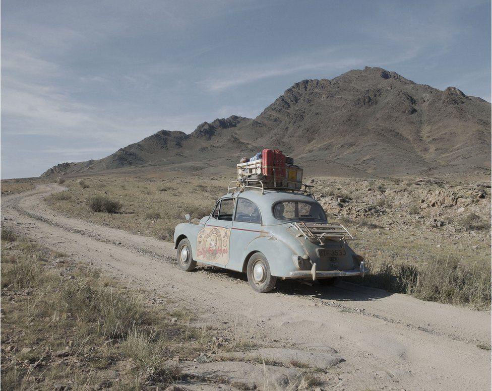 Британец проехал через всю Евразию на 45-летнем авто