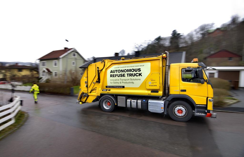 Volvo Trucks и Renova испытывают грузовик для перевозки мусора с автоматической системой вождения