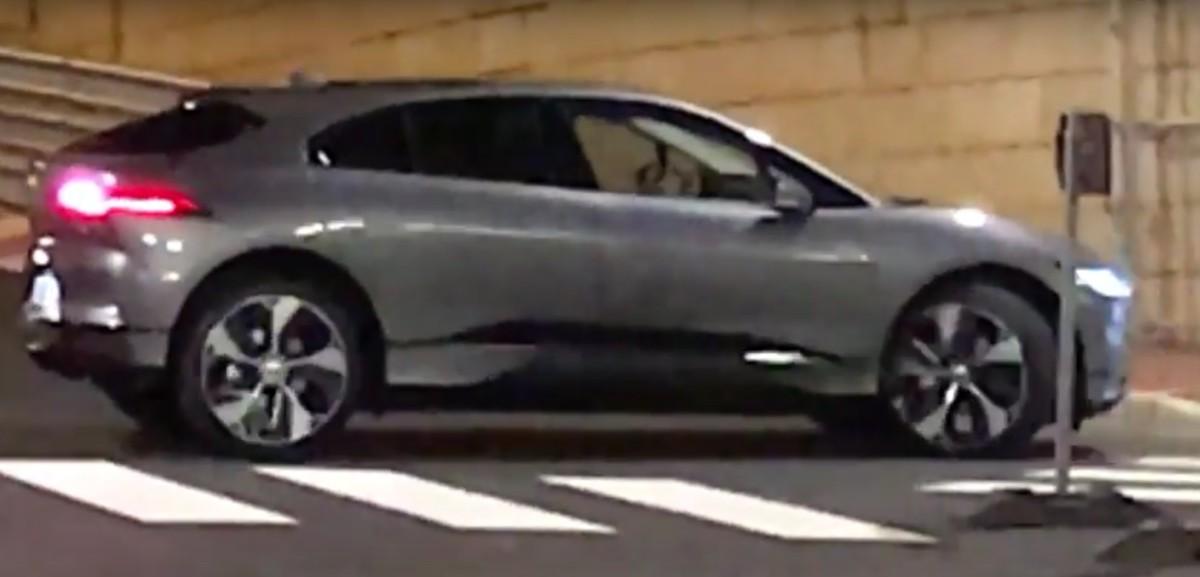 Серийный электрокроссовер Jaguar I-Pace засняли без камуфляжа