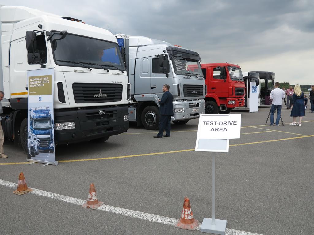 Грузовики и автобусы МАЗ c двигателями Mercedes-Benz и коробками ZF были не только показаны не только в статике - все желающие могли проверить их на ходу на испытатльном полигоне