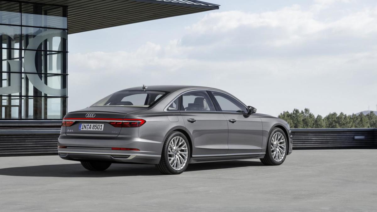 Новая Audi A8 2018: официальные фото и видео