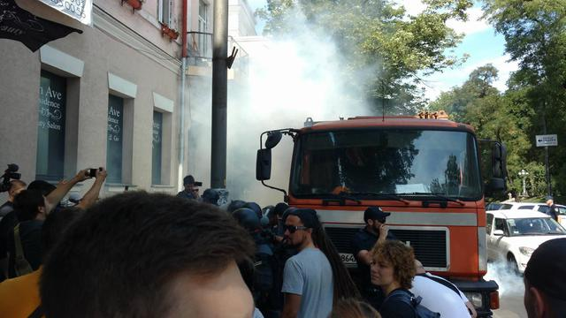 Протесты в Киеве: активисты перекрыли улицу Грушевского