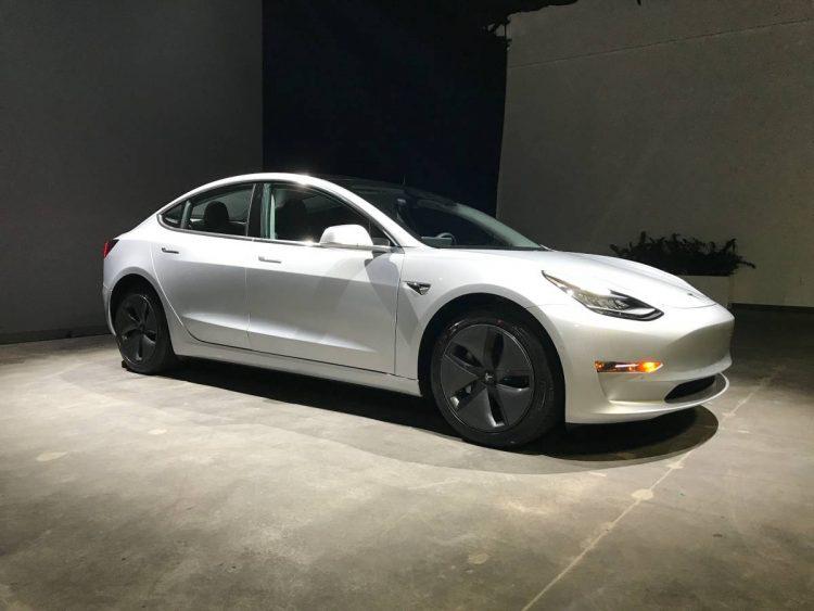 Подержанная Tesla Model 3 продается втридорога