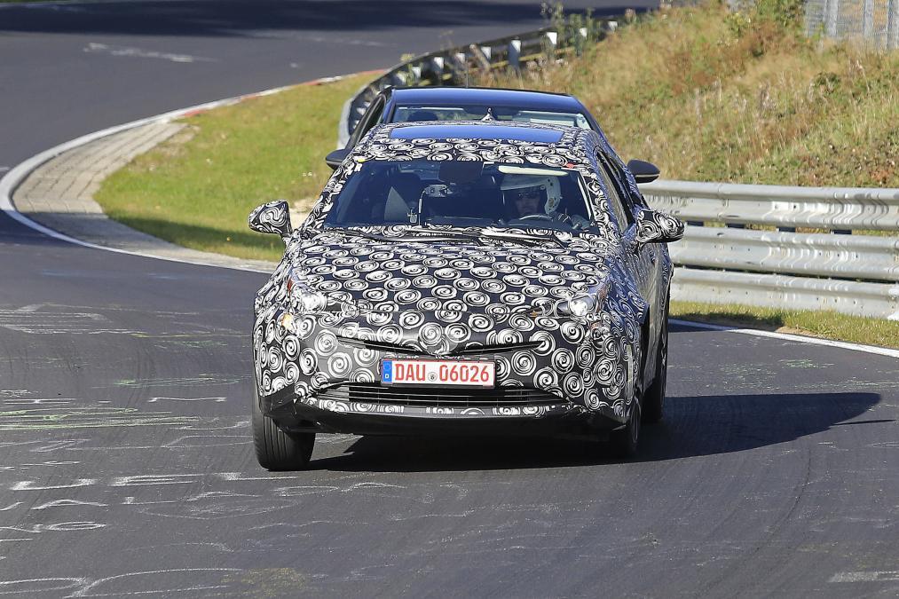 Toyota Prius SUV: первые фото гибридного кроссовера Тойота