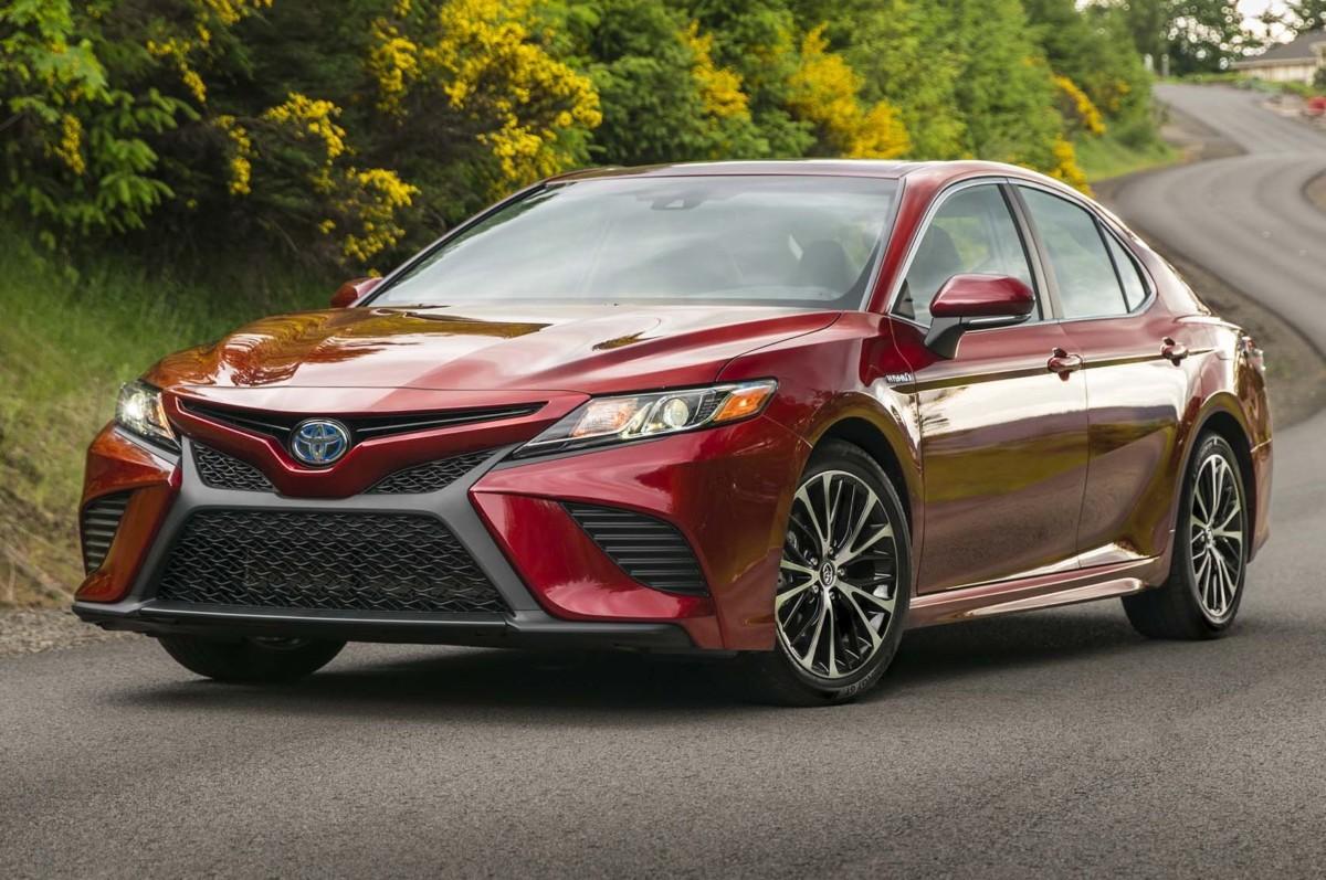 Новая Toyota Camry может получить заряженную версию