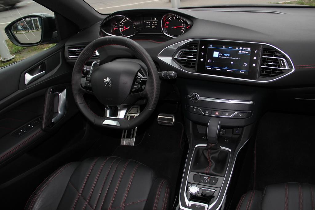Салон Peugeot 308 SW 2017
