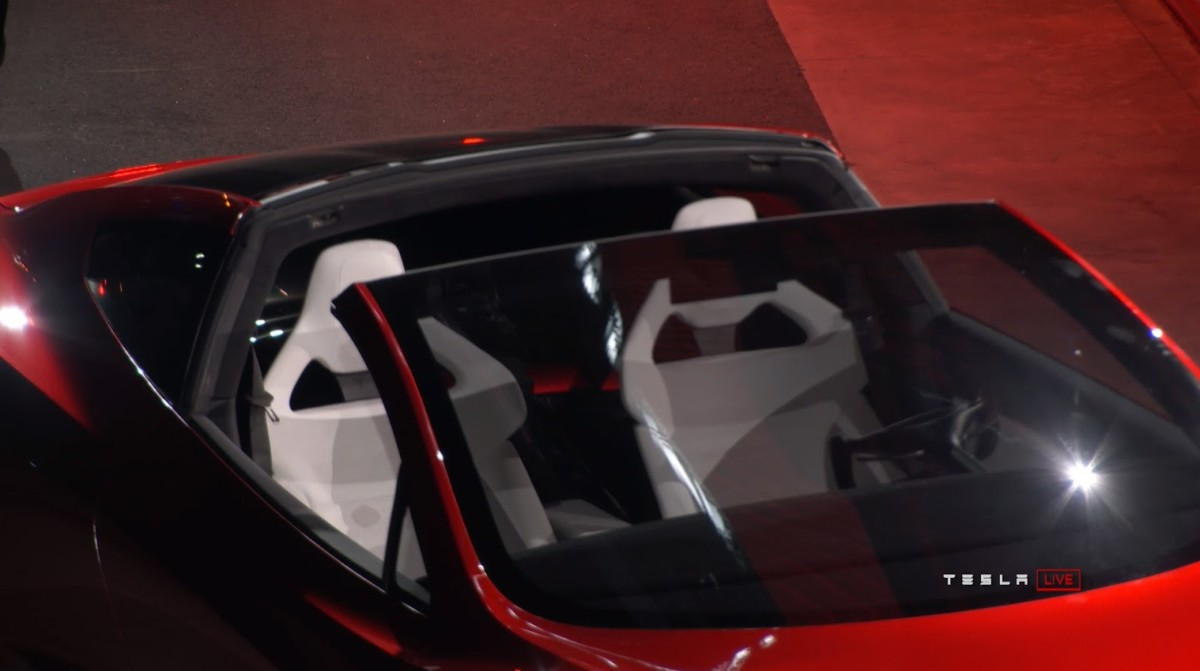 Tesla представила электрический суперкар за $200 тысяч (живые фото)