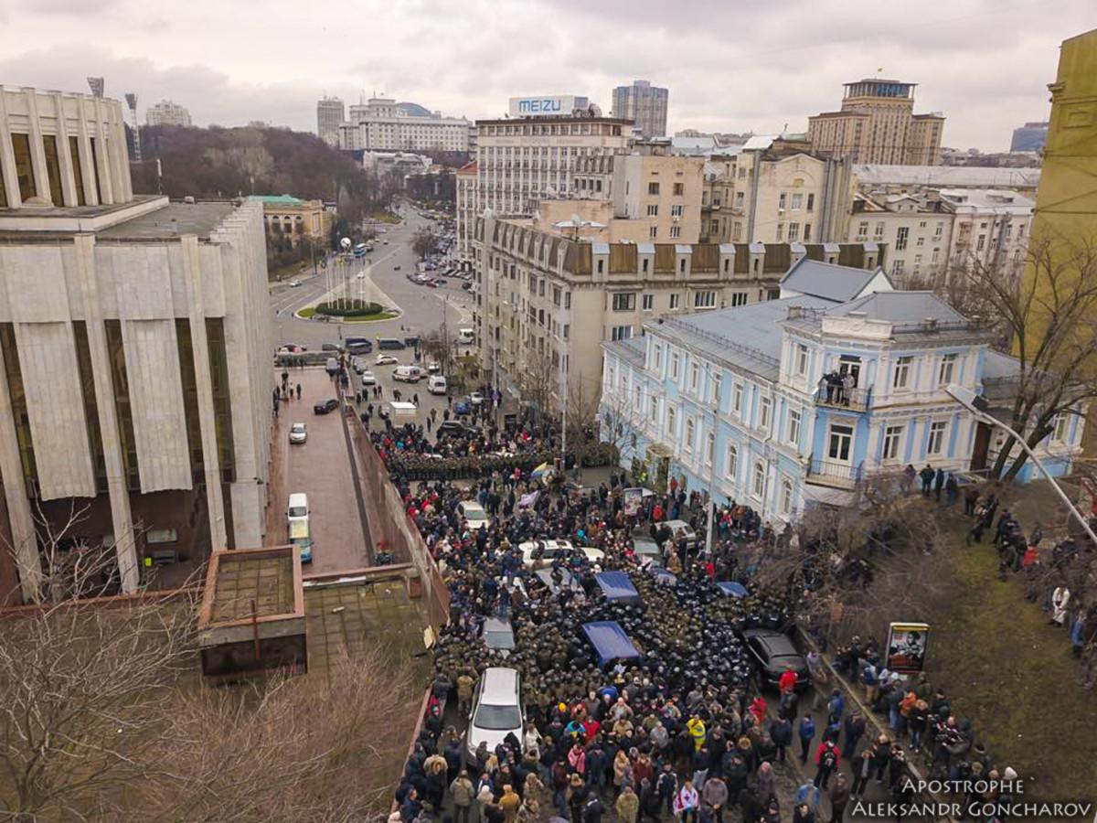 Арест Саакашвили: протестующие заблокировали движение в центре Киева