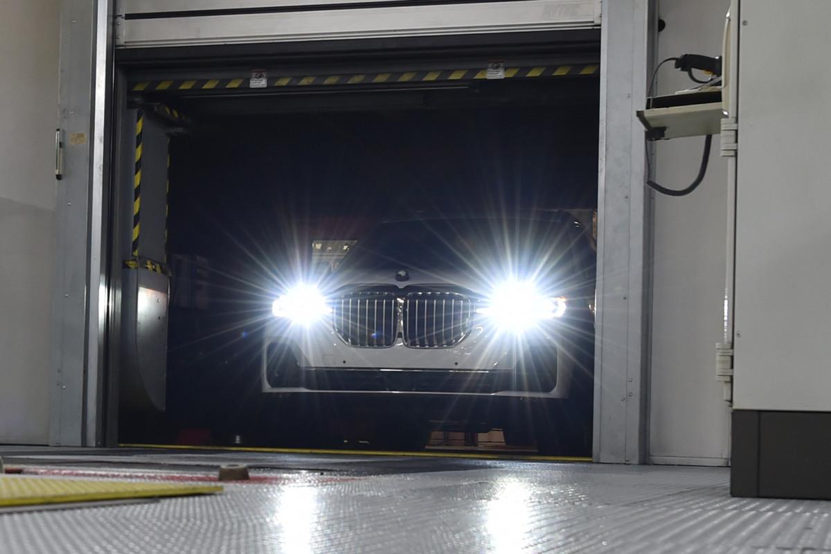 Самый большой кроссовер BMW выехал на дороги