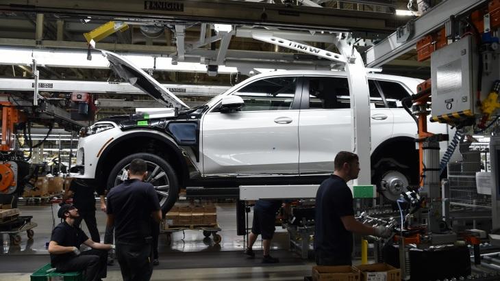 Флагманский кроссовер BMW X7 поступил в производство