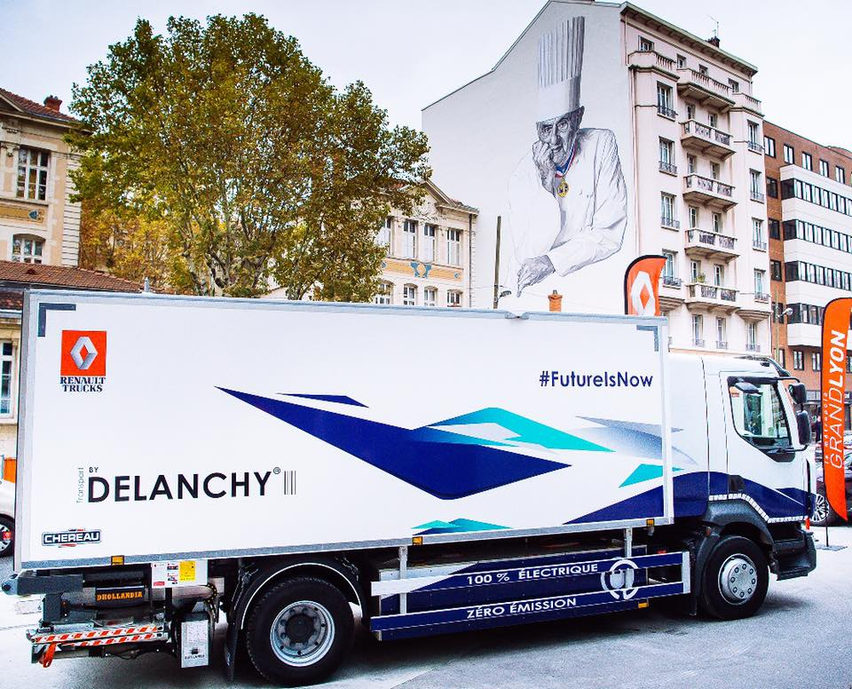 Электрические грузовики Renault Trucks уже проходят опытную эксплуатацию у ряда транспортных компаний - на реальных маршрутах
