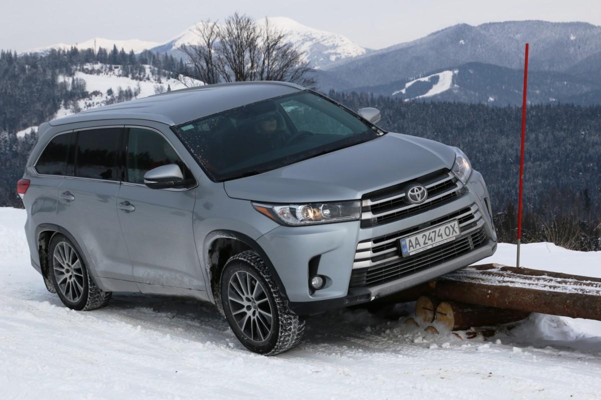 Toyota Highlander отправился покорять заснеженные горы ...