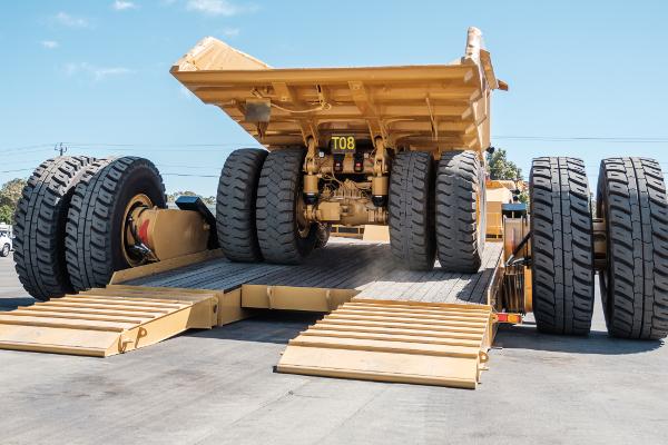 До 900 тонн на прицепе – как перевозят карьерные самосвалы ...