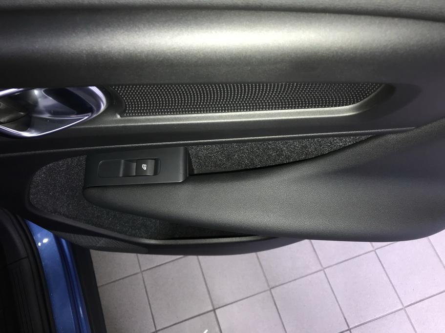 Интерьер Volvo XC40 2018
