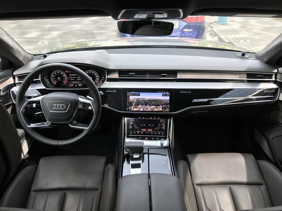 Салон новой Audi A8 L