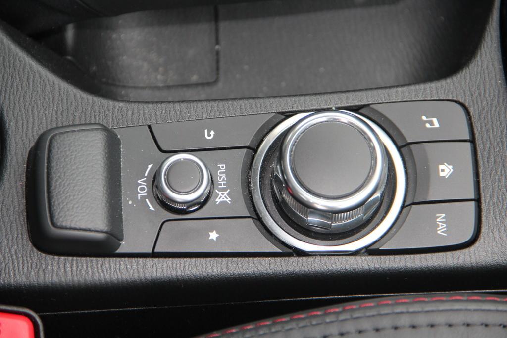 Пульт Human-Machine Interface (HMI) Mazda CX-3