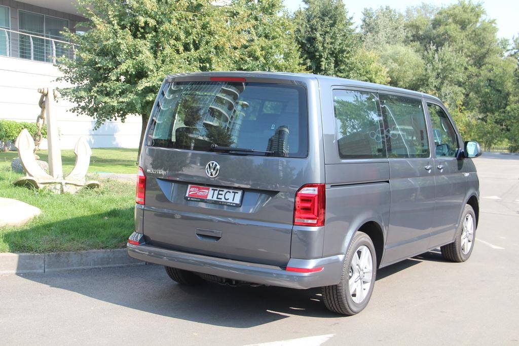 Volkswagen Multivan 2018 вид сзади